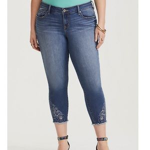 Torrid Cropped Classic Skinny Jeans Med Wash sz 20